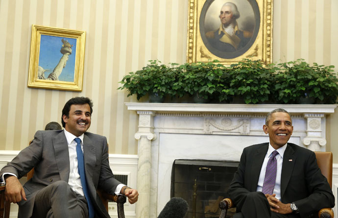 U.S. President Barack Obama and Emir of Qatar Sheikh Tamim bin Hamad al Thani smile while in the Oval Office at the White House in Washington February 24, 2015. (Reuters/Larry Downing)