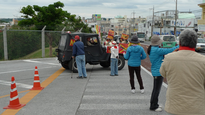 Protesters besieging US air force Jeep at Futenme Base. (Photo by Andre Vltchek)