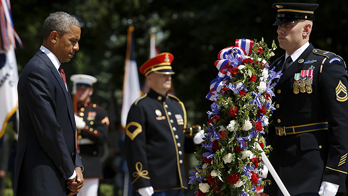 US President Barack Obama bows his head after placing a wreath at the Tomb of the Unknown Soldier during the Memorial Day observance at Arlington National Cemetery in Arlington, Virginia May 25, 2015 (Reuters / Jonathan Ernst)