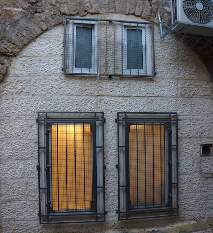Settlers buy shops from Palestinians in the Old City and turn them into apartments (Photo by Nadezhda Kevorkova)