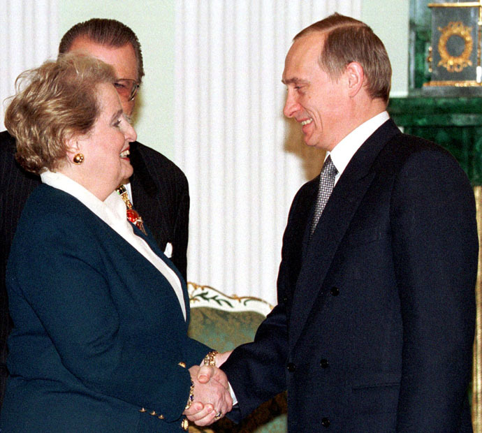 Acting Russian President Valdimir Putin (R) shakes hands with US Secretary of State Madeleine Albright during their meeting in the Kremlin February 2, 2000 (Reuters/WAW/JDP)