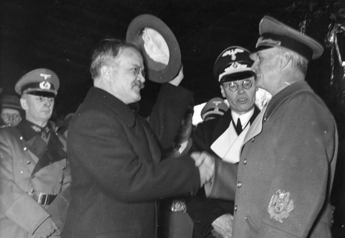 Ribbentrop taking leave of Molotov in Berlin, November 1940 (image from wikipedia.org)