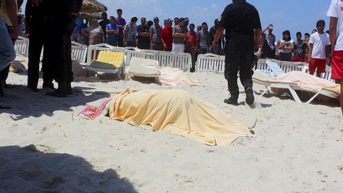 The body of a tourist shot dead by a gunman lies near a beachside hotel in Sousse, Tunisia June 26, 2015. (Reuters / Amine Ben Aziza)