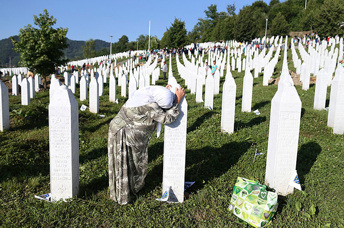 A woman mourns at a grave in Memorial Center Potocari, near Srebrenica, Bosnia and Herzegovina July 11, 2015 (Reuters)