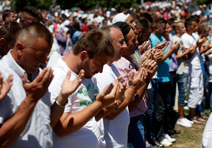 People pray during a reburial ceremony of 136 newly identified victims in Potocari, near Srebrenica, Bosnia and Herzegovina July 11, 2015 (Reuters)