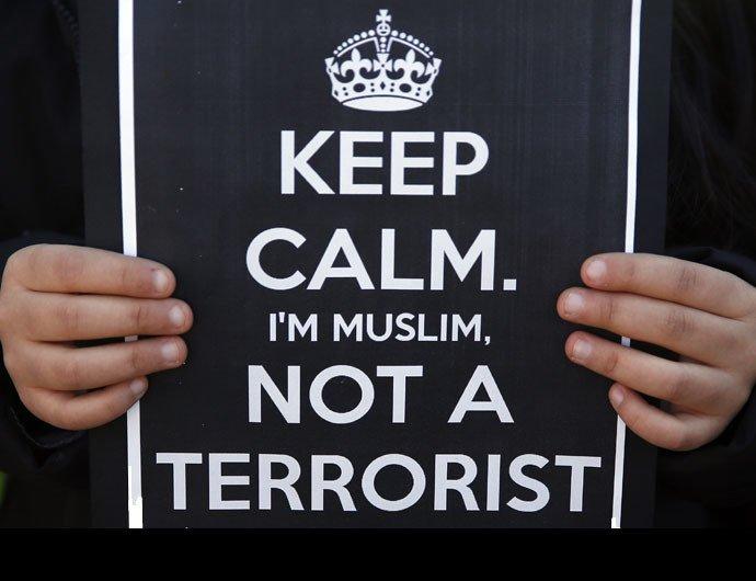 «Le terrorisme n'a pas de religion » : les musulmans rendent hommage aux victimes de Charlie Hebdo