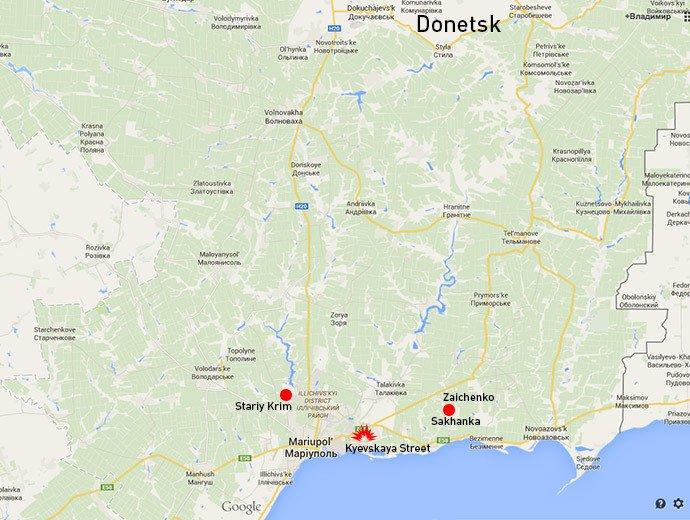 Les deux postes de contrôles situés à l'extérieur de Marioupol incendiés le 24 janvier.