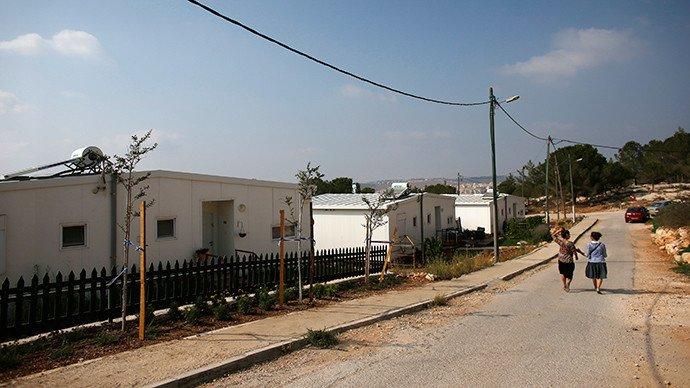 Des femmes israéliennes dans la colonie juive de Gevaot près de Bethléem (Reuters / Ronen Zvulun)
