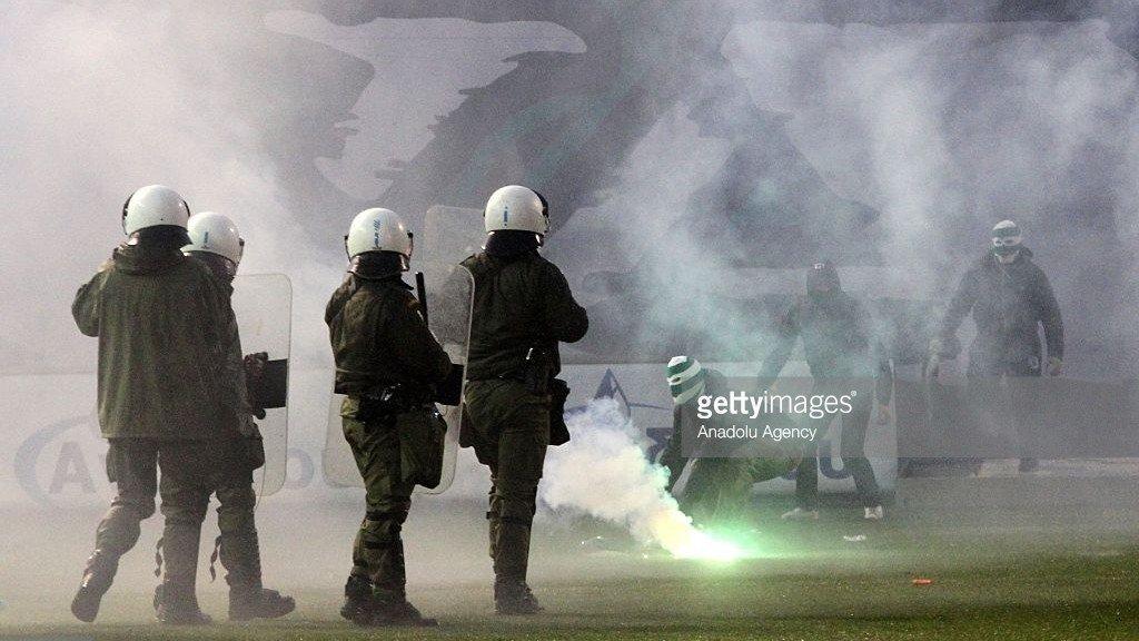 Les policiers grecs sur le terrain