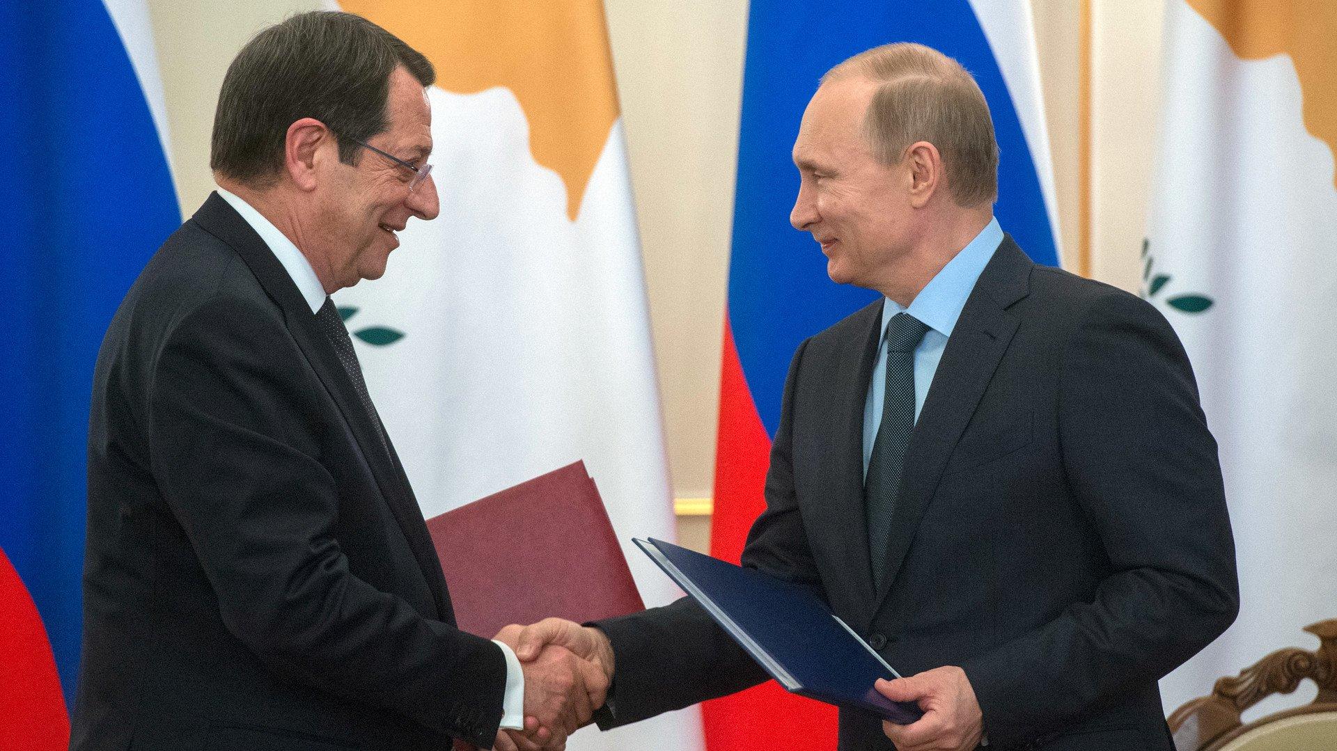 Le président chypriote Nicos Anastasiades et le président russe Vladimir Poutine