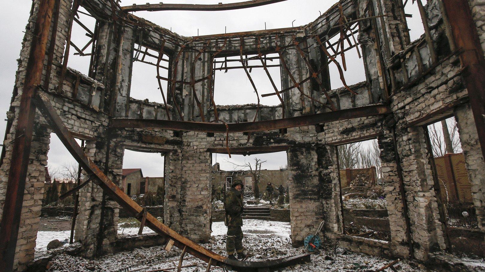 Les ruines d'un édifice dans le centre-ville
