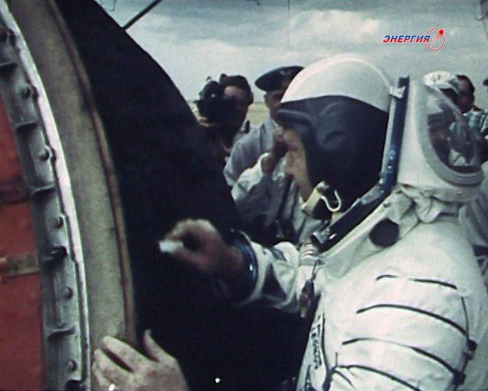 «Le silence m'a frappé» : le cosmonaute Alexeï Leonov, 50 ans après sa première sortie dans l'espace