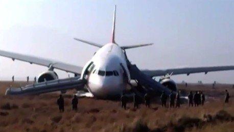 Un avion de Turkish Airlines rate son atterrissage au Népal (VIDEO)