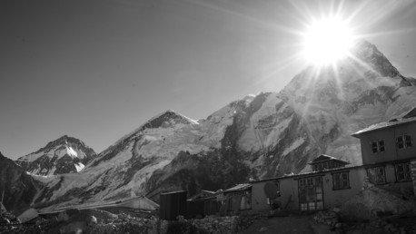 « Risque sanitaire » : l'Everest est devenue la plus haute poubelle du monde (VIDEO)