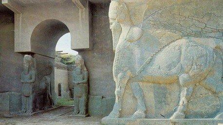 Irak : une ville assyrienne de l'Antiquité rasée par l'Etat islamique