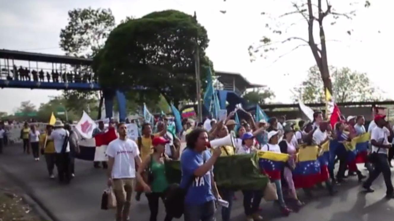 Les drapeaux américaines en flamme à Panama (VIDEO)