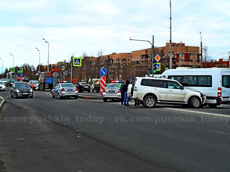 Quatre adolescents français hospitalisés après un accident de la route près de St-Pétersbourg
