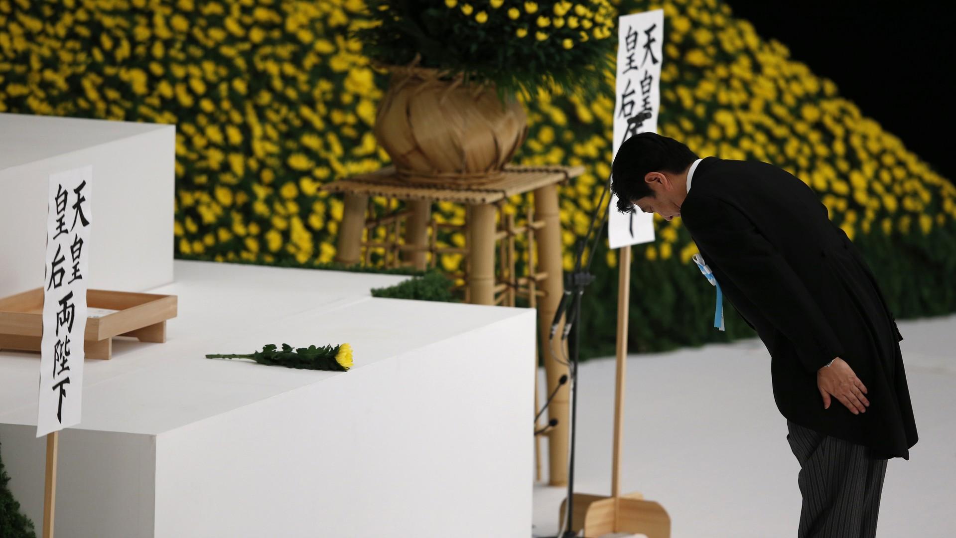 Shinzo Abe rend hommage aux victimes de la Seconde Guerre mondiale au mémorial de Yasukuni