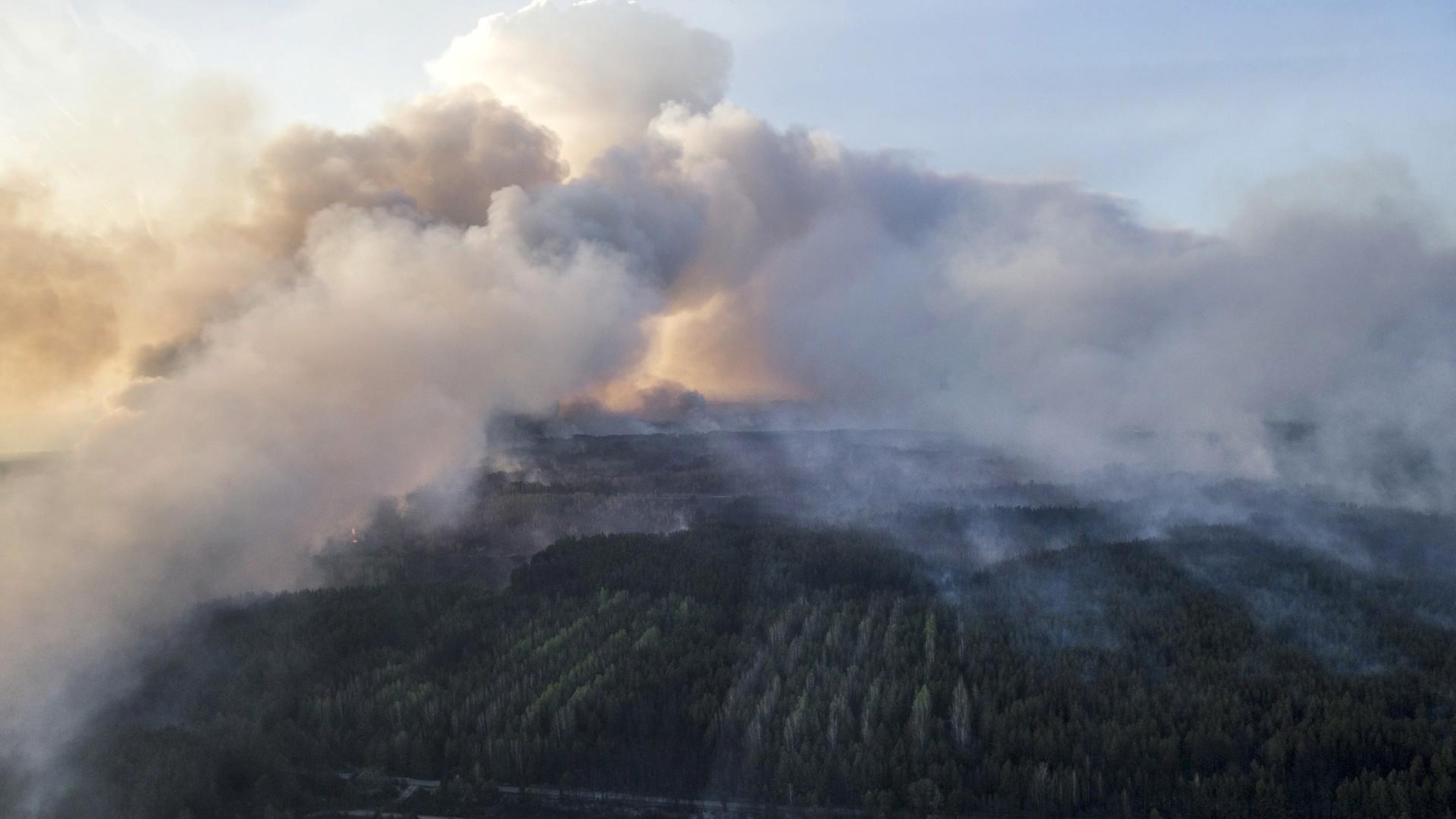 Les feux de forêts se déchaînent autour de Tchernobyl
