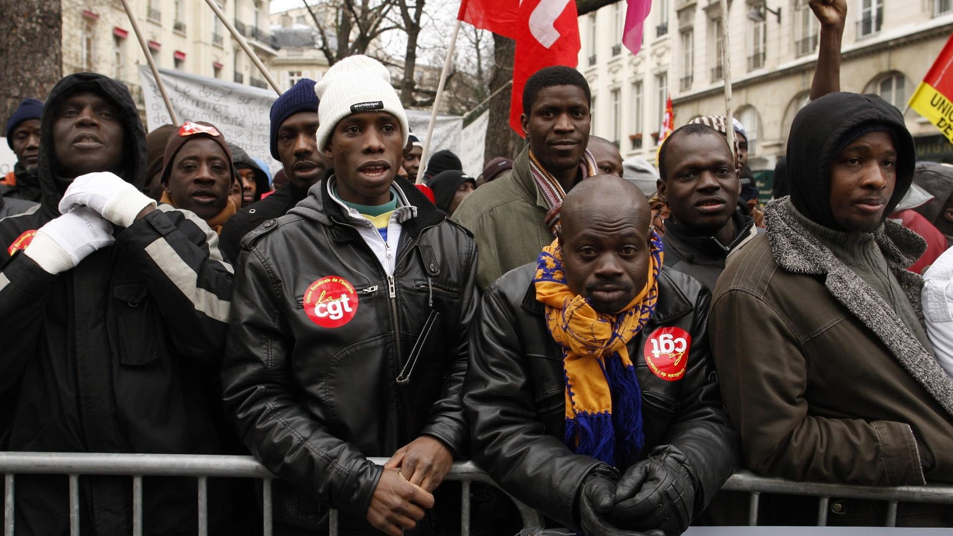 Des immigrés illégaux manifestaient pour obtenir la légalisation de leur situation à Paris en 2010