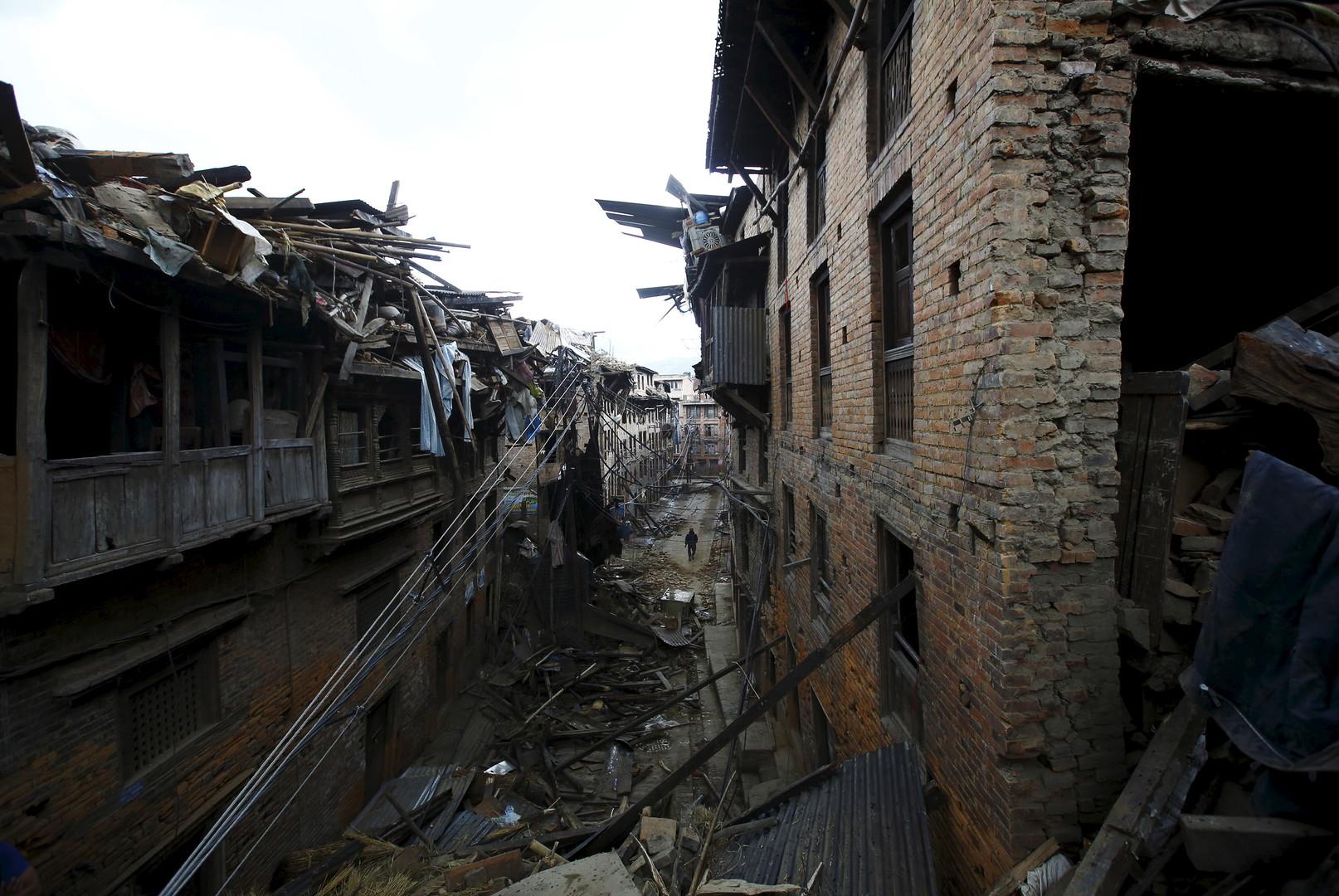 Au Népal, un garçon de 15 ans retrouvé vivant au cinquième jour de l'opération de sauvetage