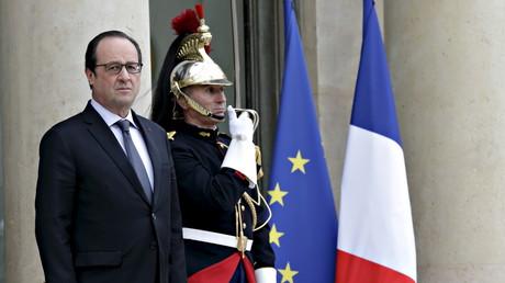 Le président français François Hollande aux portes de l'Elysée