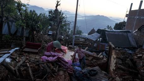 Au Népal, le nombre de morts continue sa triste progression