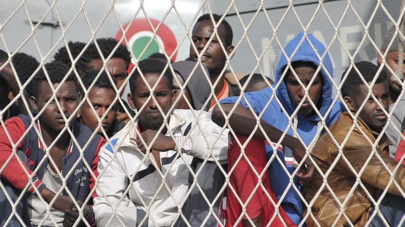 Migrants à bord d'un navire militaire italien