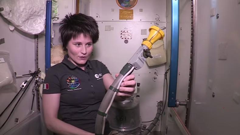 comment les astronautes se soulagent bord de l iss rt. Black Bedroom Furniture Sets. Home Design Ideas