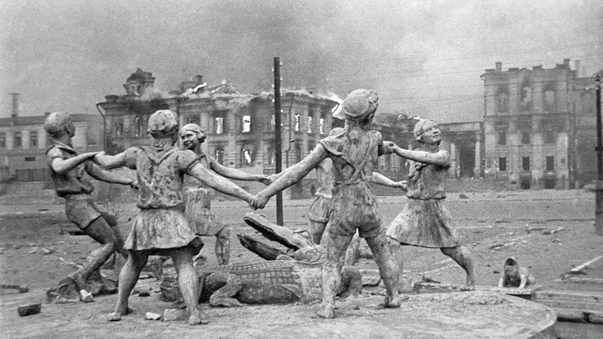 Un monument aux enfants ruiné