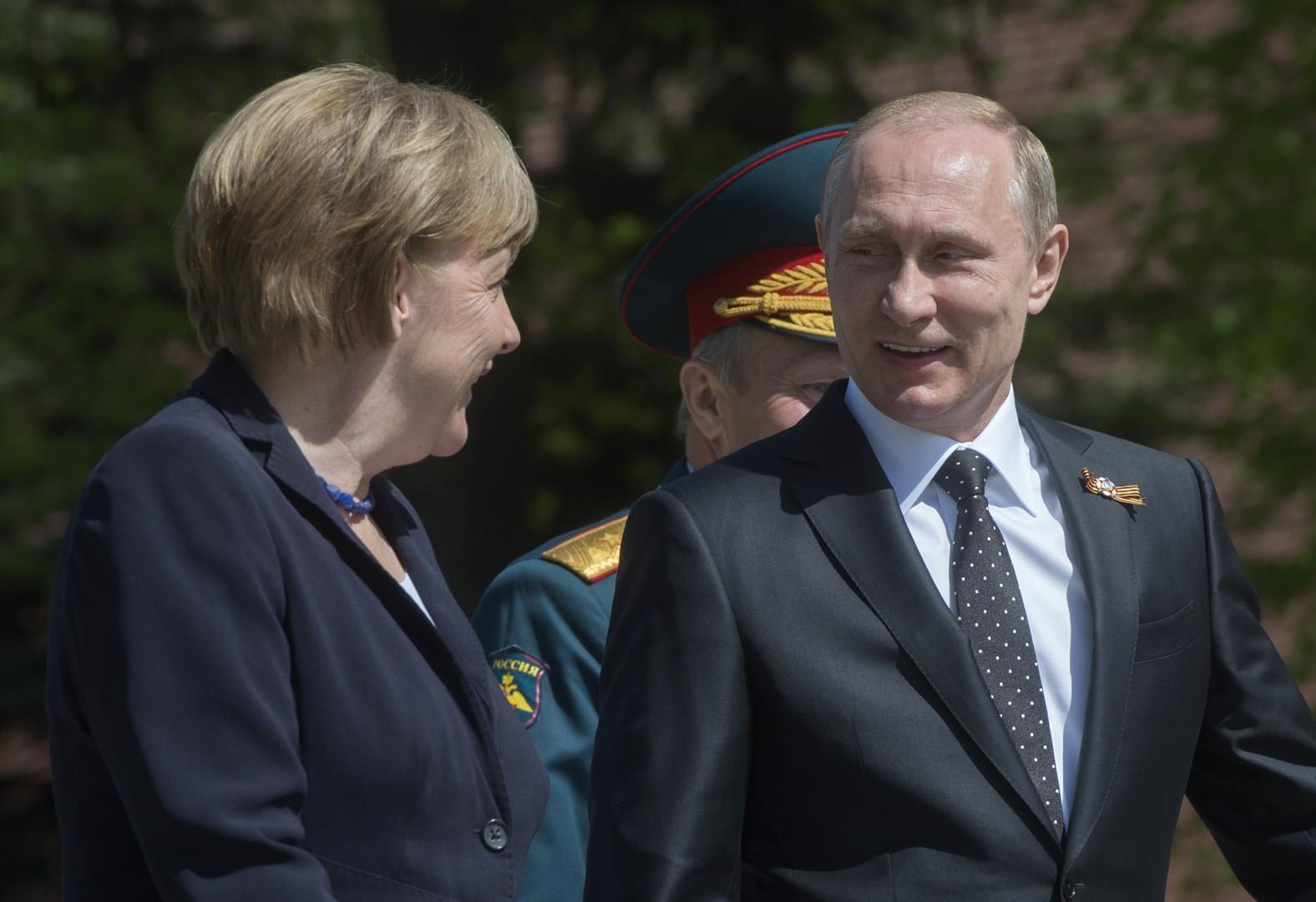 Angela Merkel rend hommage aux soldats soviétiques tombés pendant la Seconde Guerre mondiale