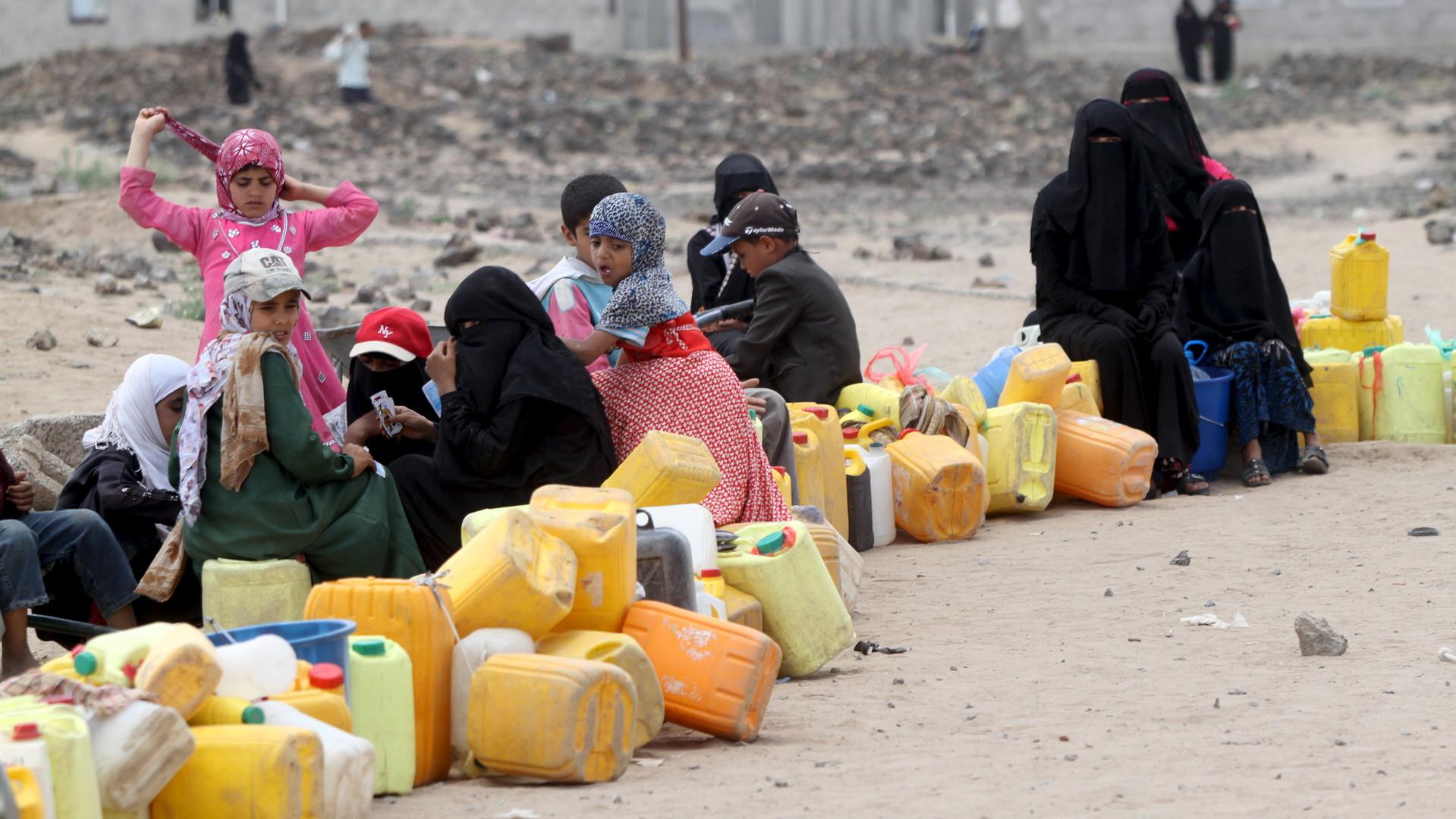 Les yéménites attendent les livraisons d'eau