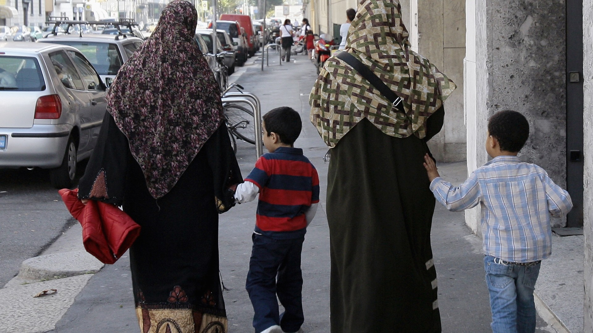 Deux femmes musulmanes dans les rues de Milan
