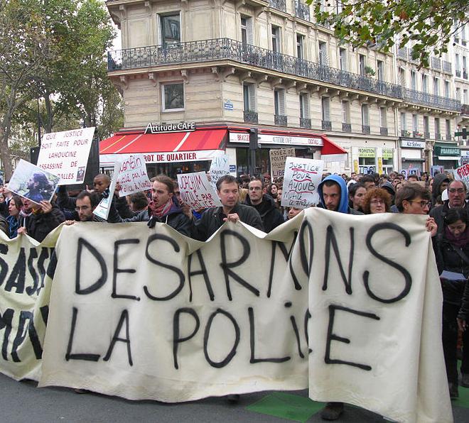 Manifestation contre l'armement des policiers après la mort de Rémi Fraisse.