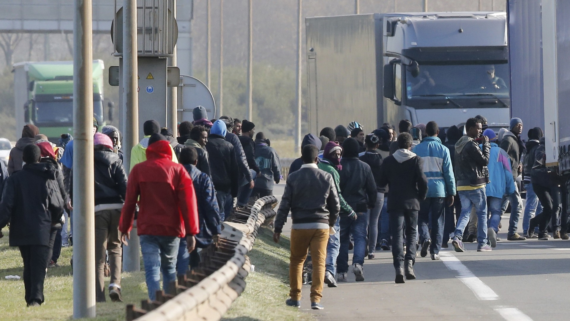 Des migrants cherchent à traverser illégalement la frontière