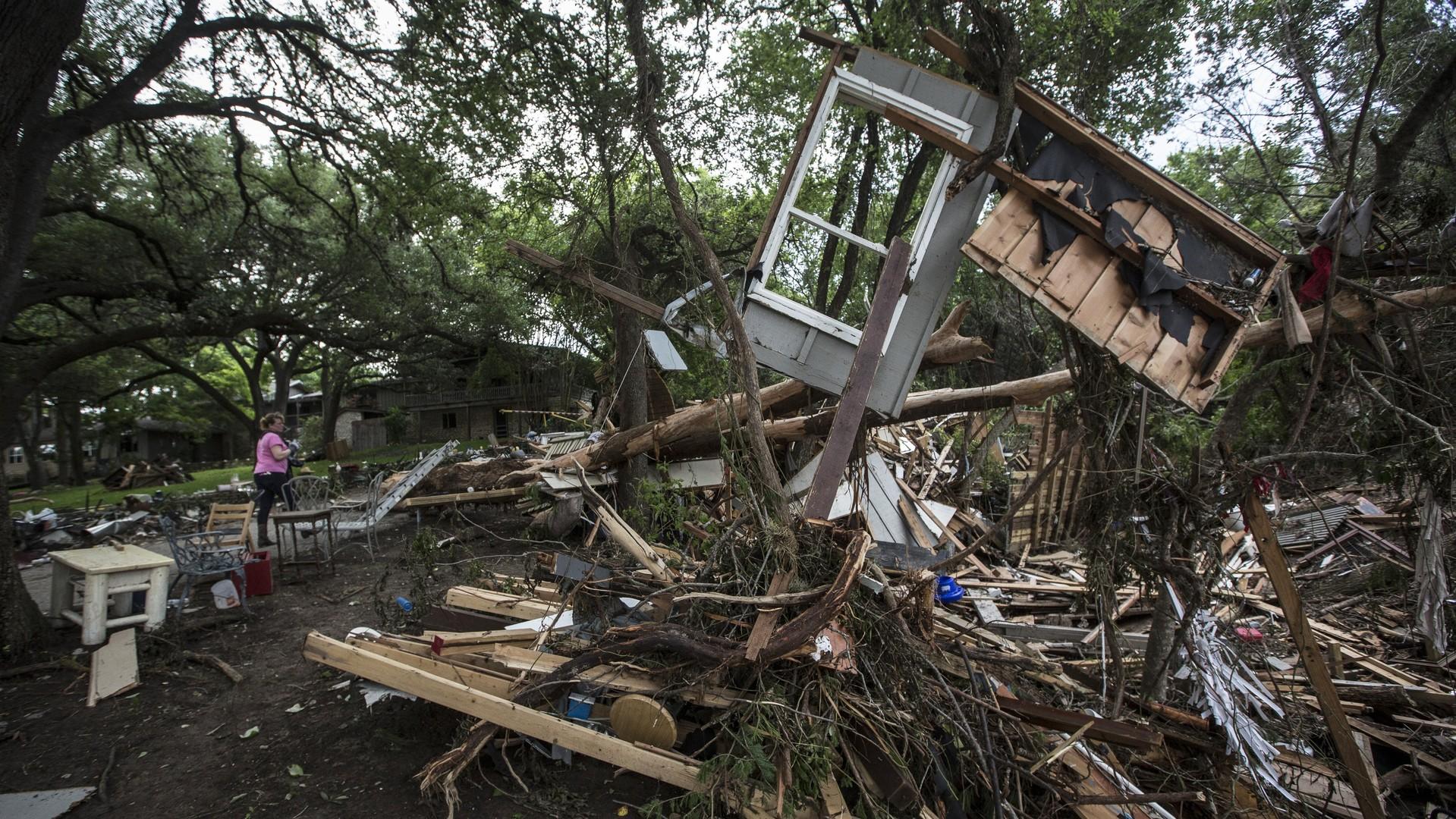 Les débris d'une maison après les inondations meurtrières au Texas