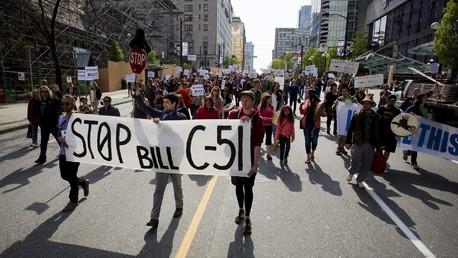 Une manifestation contre le projet de loi C-51 à Vancouver