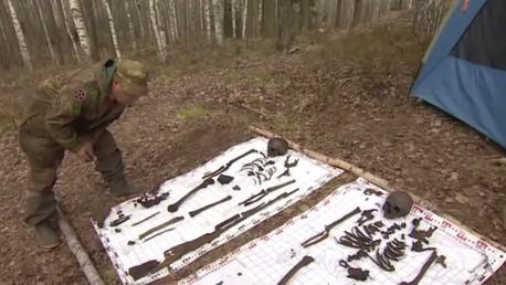 Russie : des volontaires creusent pour retrouver les restes des pilotes de l'Armée rouge