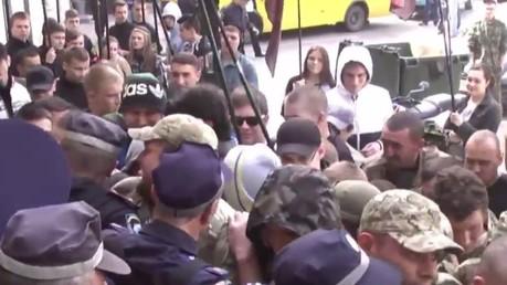Ukraine : des néonazis se frottent à la police d'Odessa