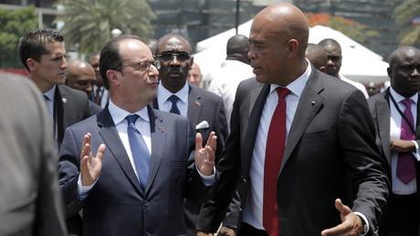 Violences et gaz lacrymogènes, cocktail de bienvenue à Haïti pour François Hollande