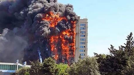 Un incendie gigantesque dévore un immeuble à Bakou, 16 morts rapportés (VIDEO)
