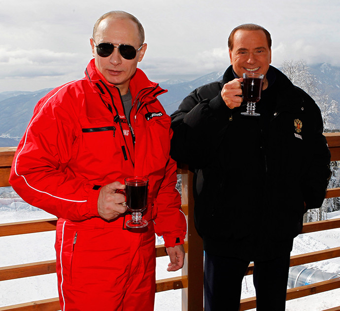 Le président russe Vladimir Poutine et l'ex-Premier ministre italien Silvio Berlusconi