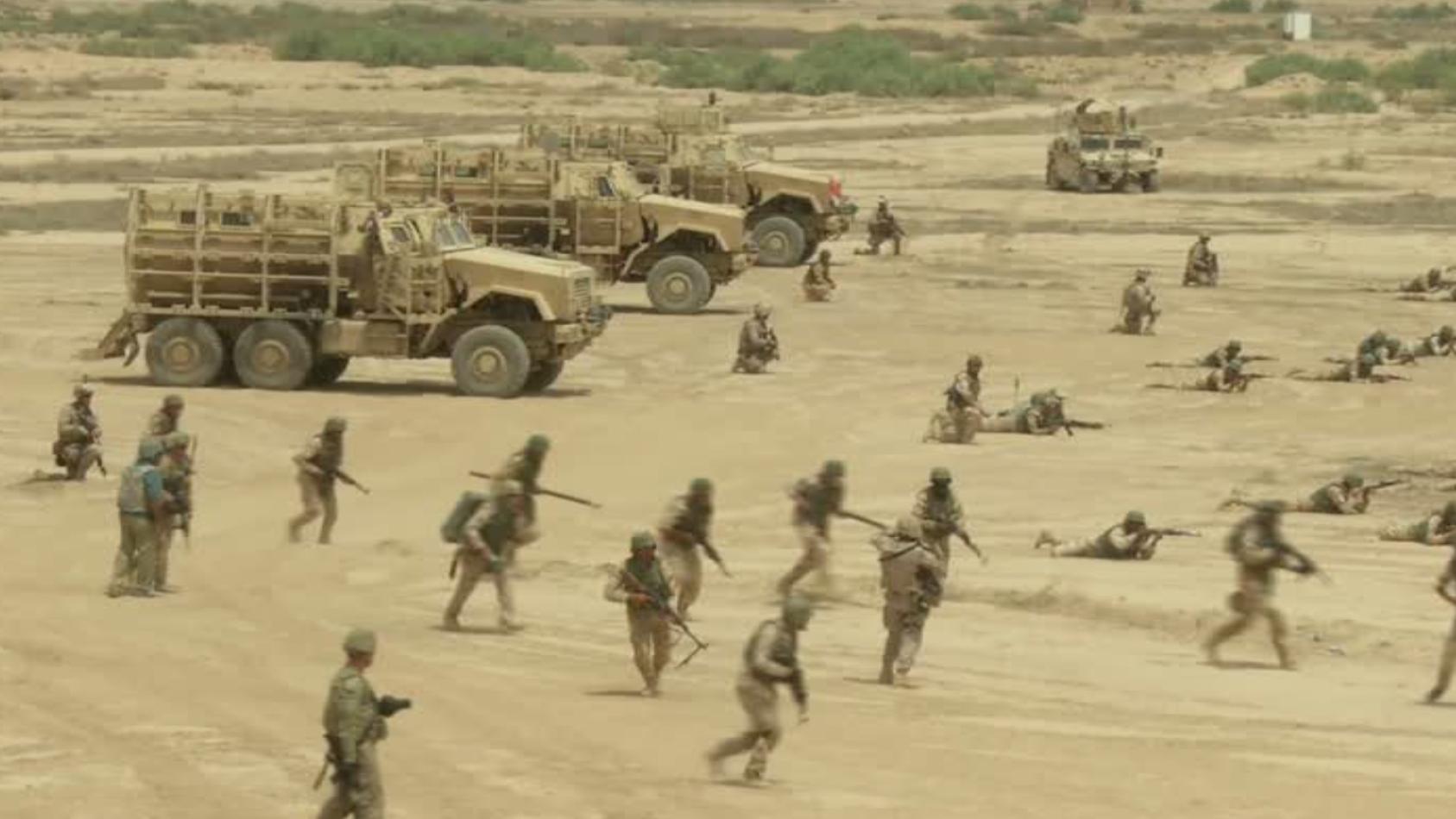 Des militaires américains entraînent des soldats irakiens