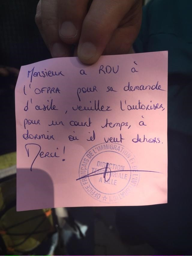 Post-it remis à un demandeur d'asile par l'Office Français de Protection des Réfugiés et Apatrides