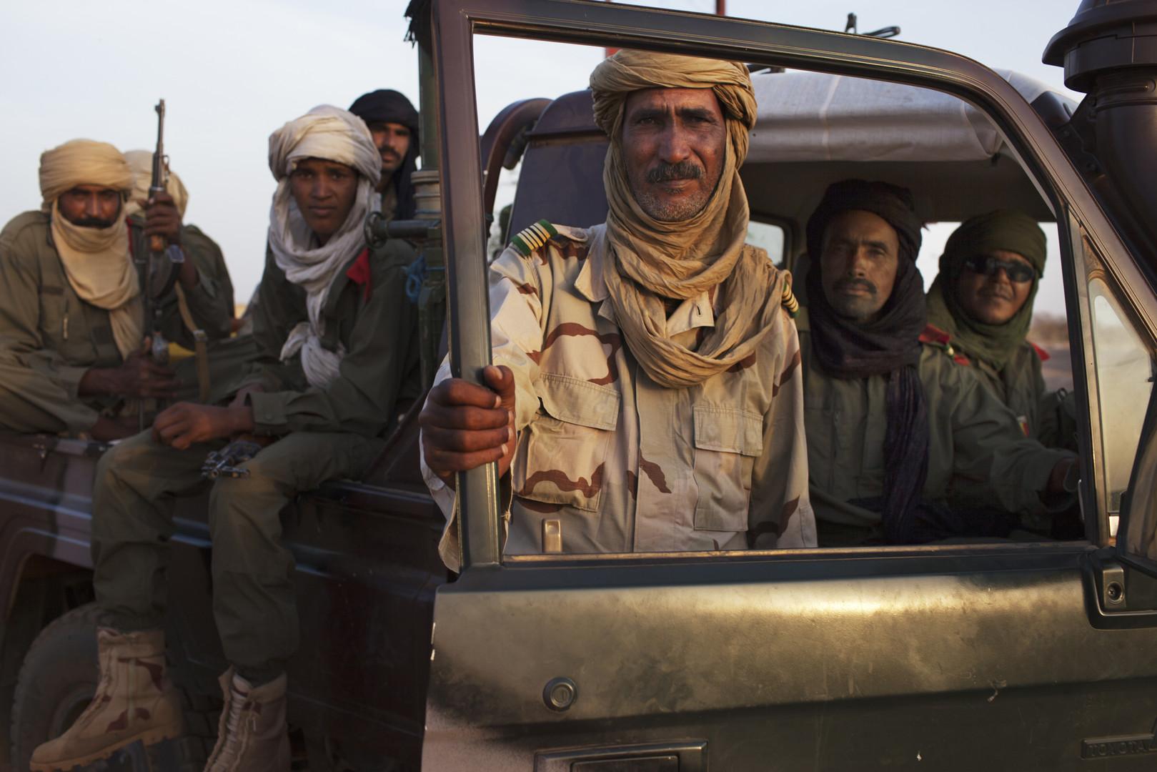 Des touaregs patrouillent la ville de Gao, le 3 mars 2013