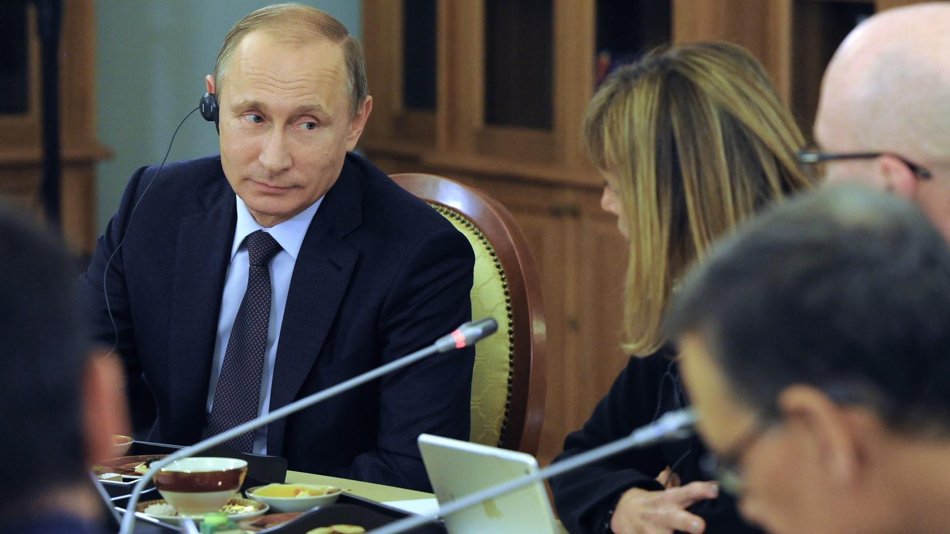Vladimir Poutine répond aux questions des chefs des agences d'information