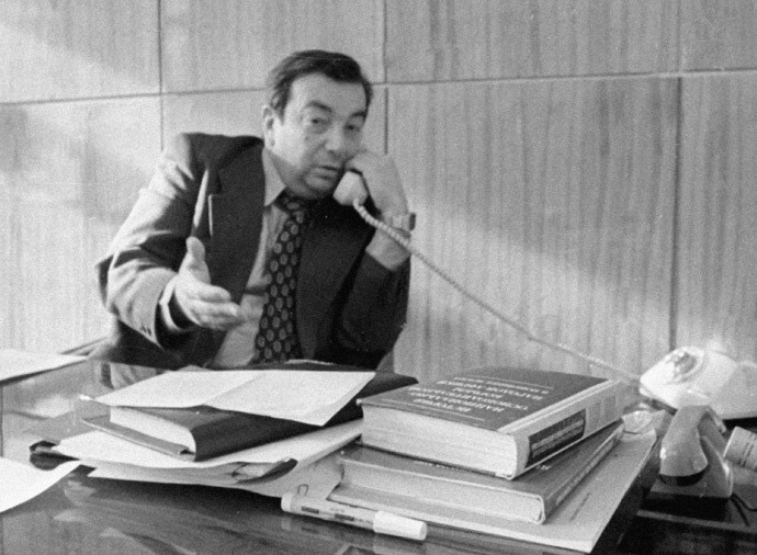 Evgueni Primakov, le chef de l'Institut des études de l'Orient, dans son bureau