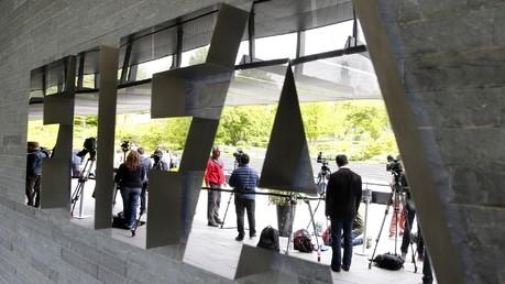 Sociologue du sport : la pression judiciaire des Etats-Unis a poussé Blatter à sortir