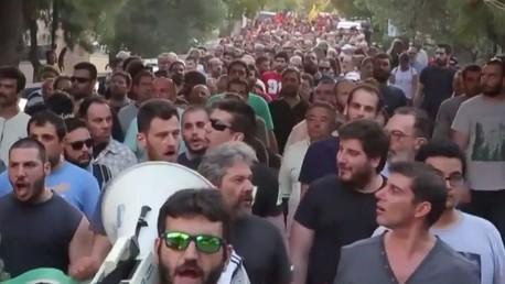 Des milliers de grecs ont manifesté contre le parti néo-nazi