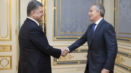L'ex-Premier ministre britannique Tony Blair et le président ukrainien Petro Porochenko